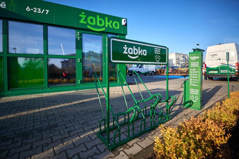 Zabka-ekosklep-zielony-transport-stojaki-na-rowery.jpg